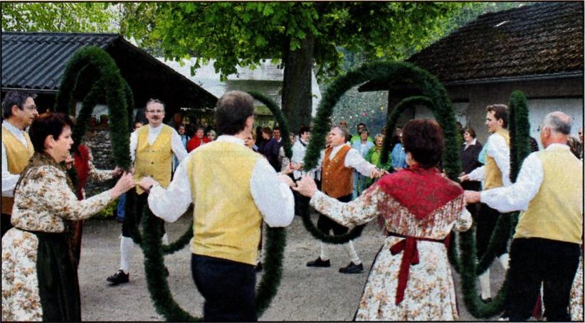 Maibergüßung mit der Tanz und Trachtengruppe
