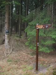 Weghinweisschild Sennerandweg Lönspfad